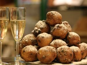 gelegenheid-oud-en-nieuw-oliebollen-champagne