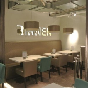 Lunchroom-binnen-Etten-Leur-tafel-390x390